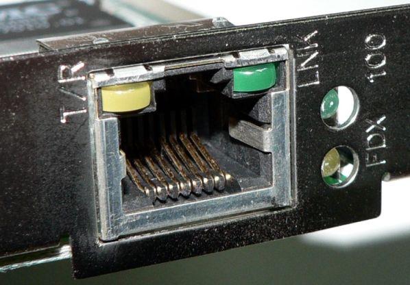 Conector RJ45 sobre tarjeta de red - Origen Wikipedia