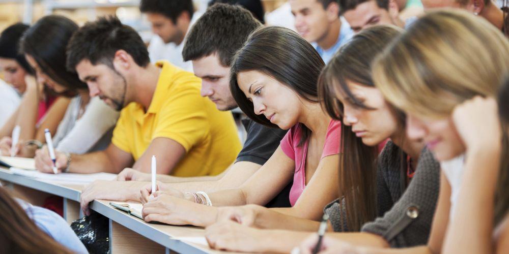 COLLEGE-STUDENTS-STUDYING Origen Facebook (cuenta desconocida)
