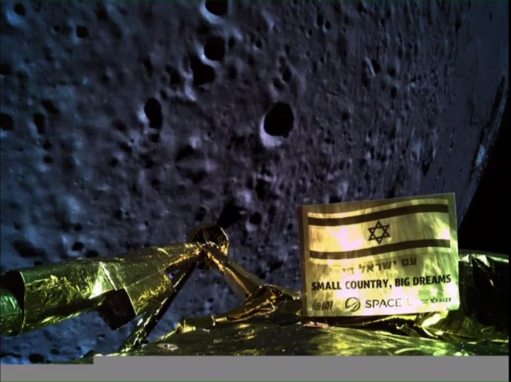 """""""Selfie"""" Beresheet con la luna - Foto SPACEIL"""