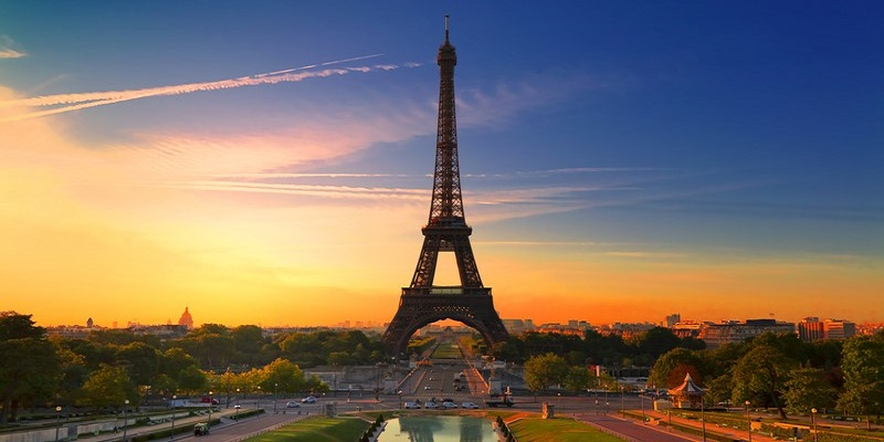 Torre Eiffel en Paris - Origen desconocido