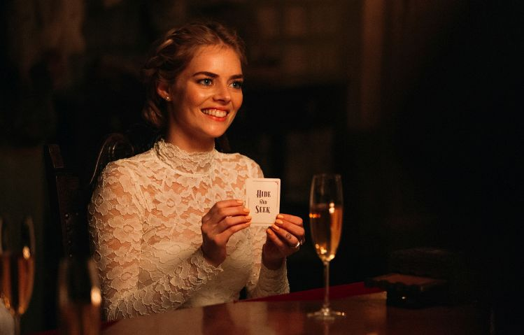 Samara Weaving in Ready or Not - Origen Fox