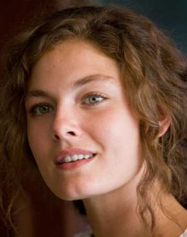 Alexa Davalos - Origen desconocido