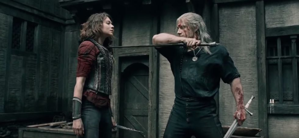 Renfri y Geralt enfrentados en Blaviken - Origen Netflix