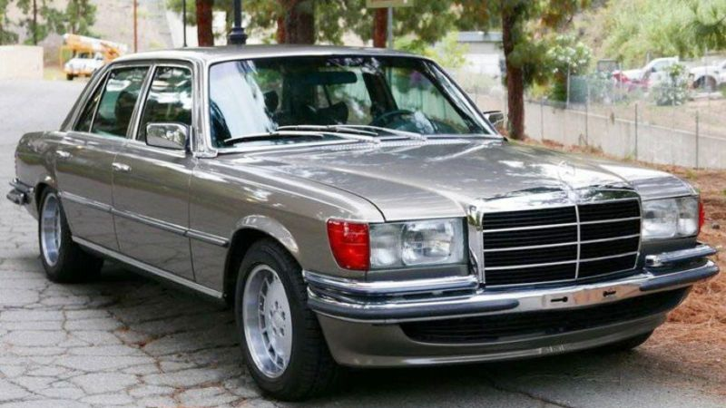 Una Mercedes 450 SEL 6.9 de colección- Origen desconocico