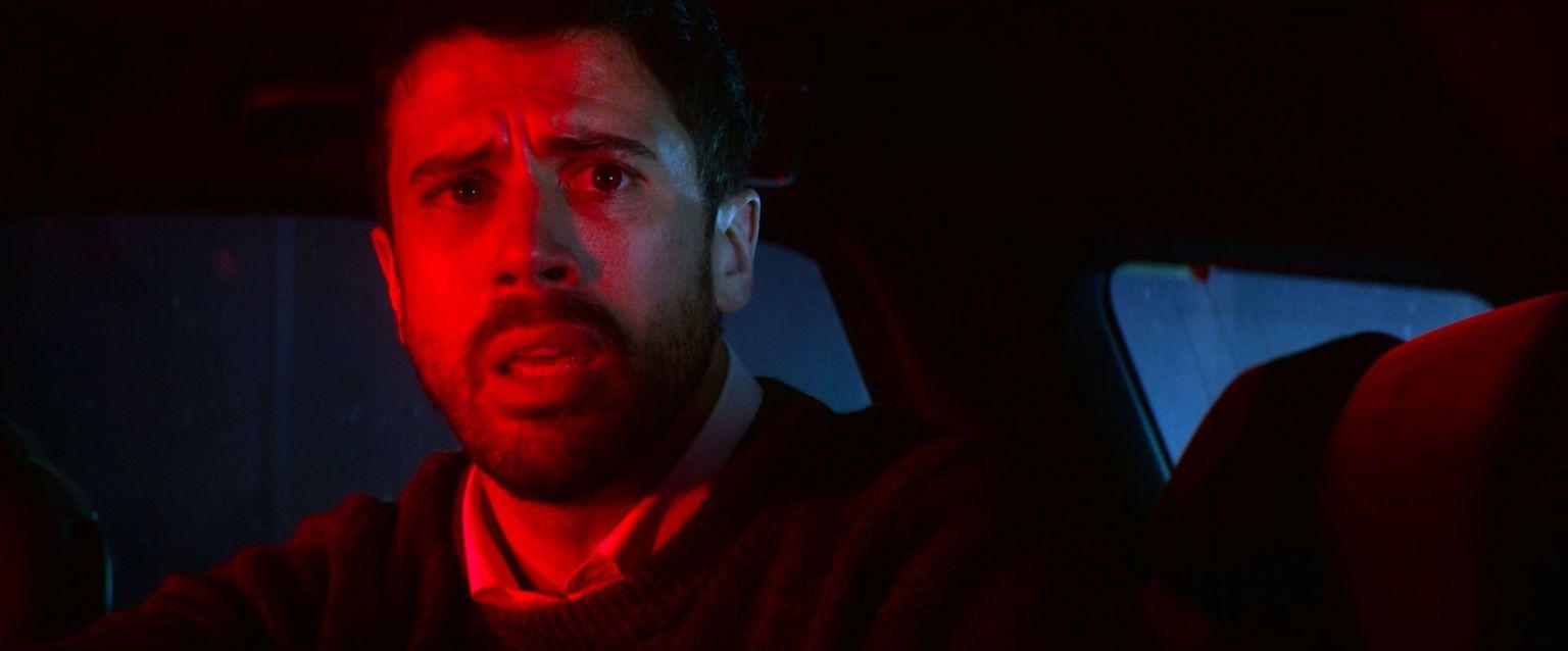 Hombre asustado en Bloodshot - screen capture - Origen Sony Picture
