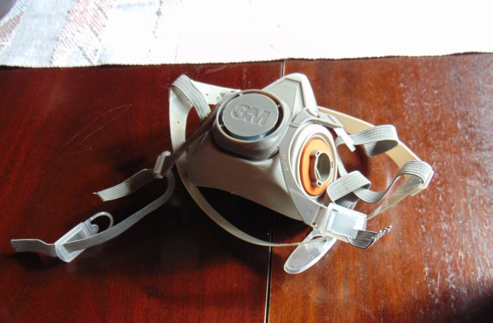 Una máscara 3M 6200 - Colección TMN
