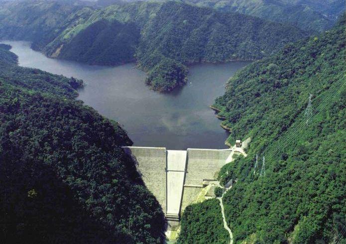 Una represa - energía hidroeléctrica - Origen desconocido