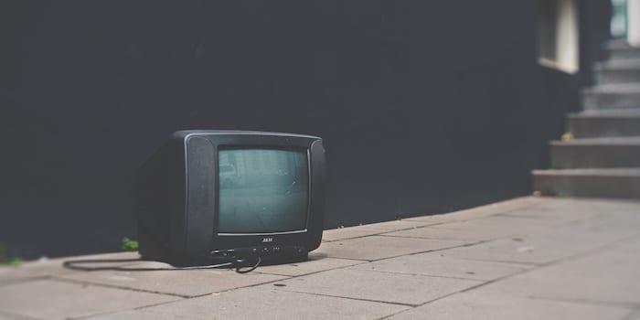 La obsolescencia de un viejo televisor - Origen desconocido