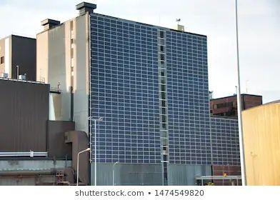 Paneles solares en pared - Finlandia - Foto Shutterstock