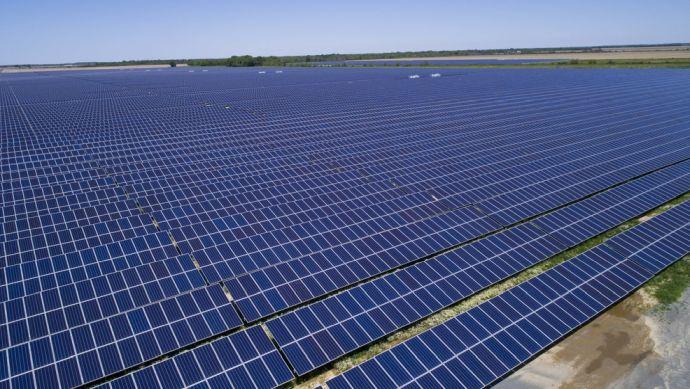 Planta solar kilométrica - Photo Shutterstock