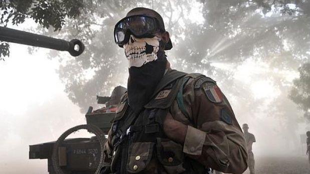 Un soldado francés en Mali con mascarilla de calavera - Origen AFP