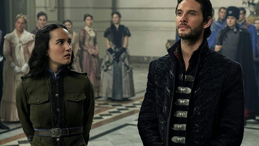 """Ben Barnes y Jessie Mei Li en """"Shadow and Bones"""" - Origen Netflix"""