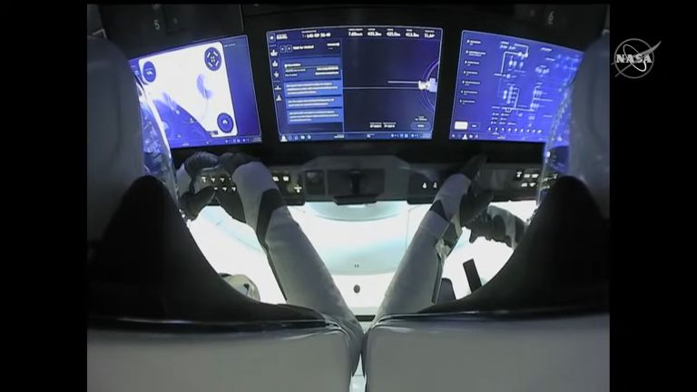 El equipaje de Crew-1 durante la maniobra - Captura de pantalla video de origen NASA