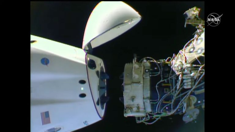 Maniobra de Crew-1 - Captura de pantalla video de origen NASA