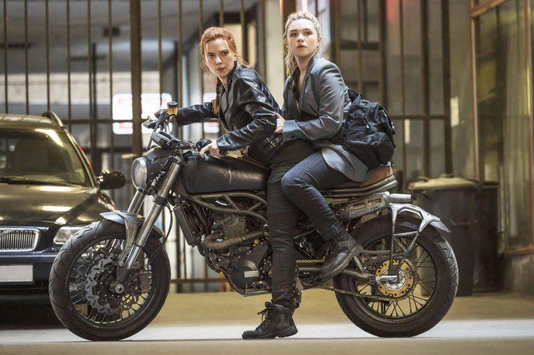 """Scarlett Johansson y Florence Pugh en """"Black Widow"""" - Origen Marvel/Disney"""