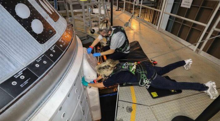 Ingenieras de Boeing Space reparando la nave Starliner - Origen Boeing