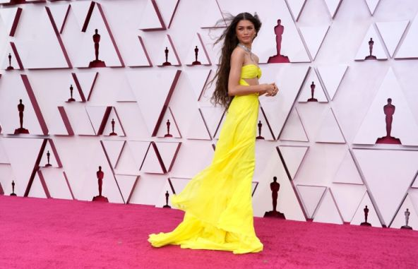 Zendaya posando durante los Oscares 2021 - Foto Origen Reuters